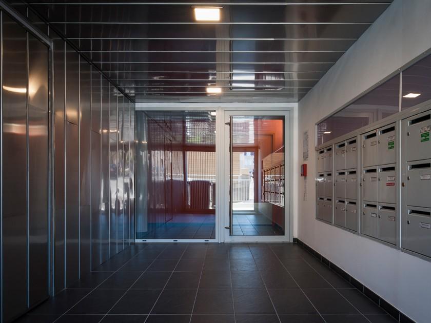 LOEIZ CARADEC ET FRANCOISE RISTERUCCI ARCHITECTES. SARL ARCHITECTURE ET URBANISME. 6 IMPASSE DE MONT-LOUIS. 75011 PARIS. HABITAT. 30 LOGEMENTS COLLECTIFS PLS. RUE TARDIF. QUARTIER SAINT-PAUL. GRANVILLE