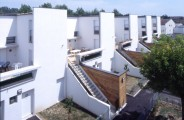 LOEIZ CARADEC ET FRANCOISE RISTERUCCI ARCHITECTES. SARL ARCHITECTURE ET URBANISME. 6 IMPASSE DE MONT-LOUIS. 75011 PARIS. HABITAT. 52 LOGEMENTS INDIVIDUELS ET INTERMEDIAIRES. BRIVE LA GAILLARDE